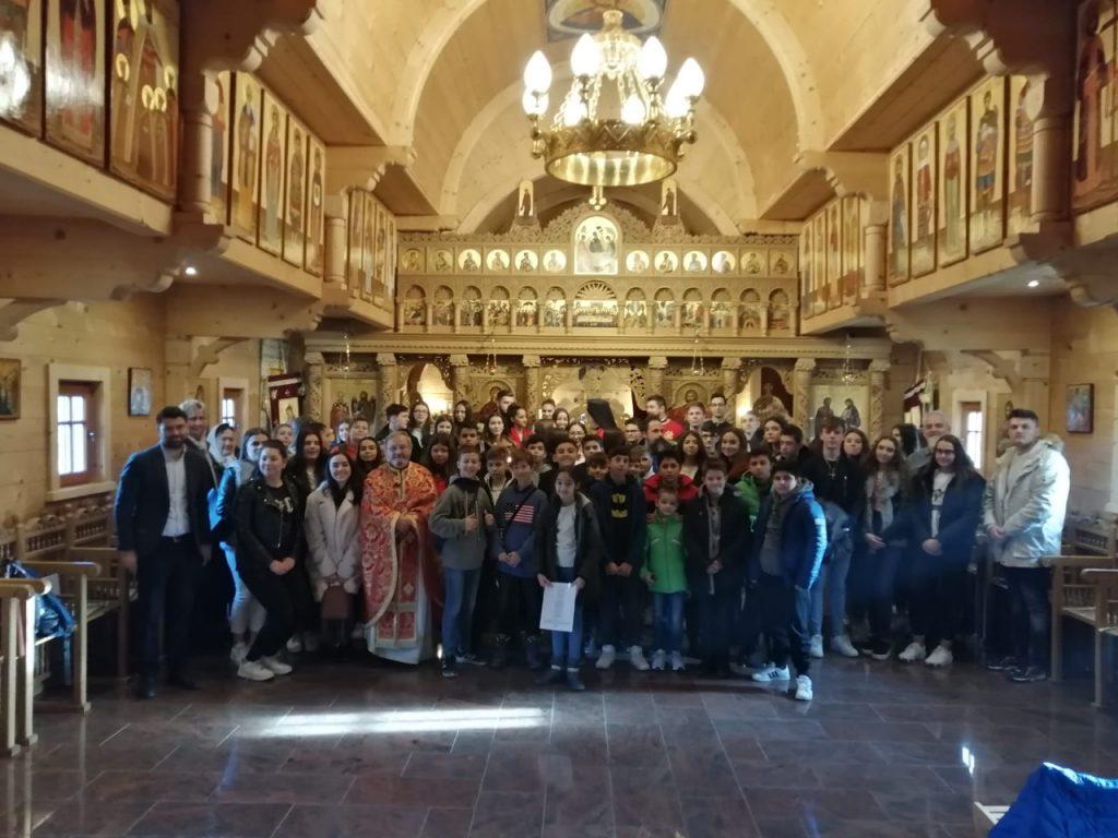 Vineri 20. decembrie 2019, elevii au participat la Sfanta Liturghie.